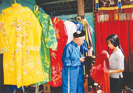 Vấn vương áo dài làng Trạch