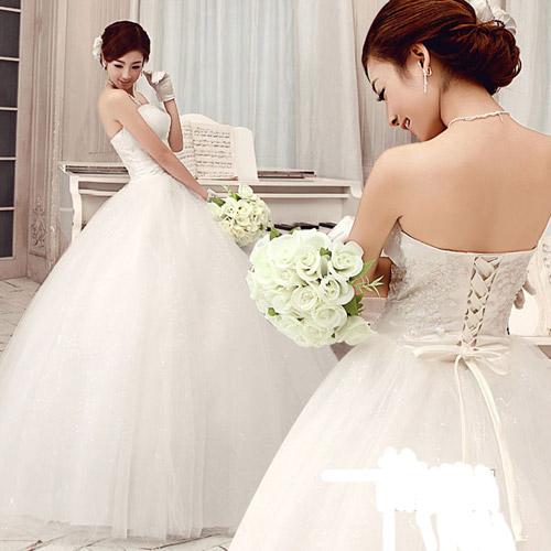 Nhiều cô dâu băn khoăn tìm may váy cưới ưng ý. Ảnh: HB.